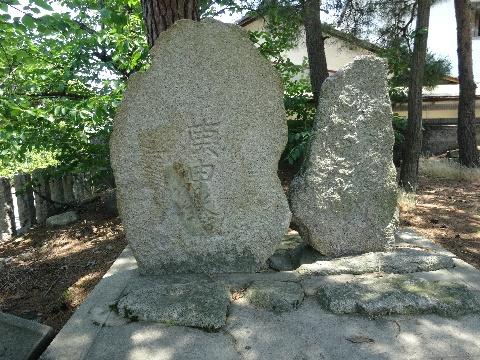 西山神社境内の庚申塚・湯殿塚