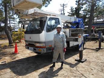 病松の伐採(社長)以下、北山神社で作業